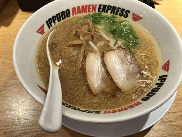 「とんこつ醤油らーめん」@IPPUDO RAMEN EXPRESS アスティ岐阜店の写真