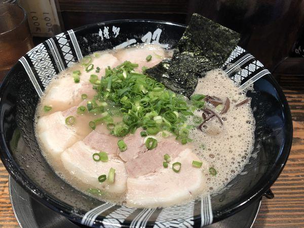 「チャーシューメン+替え玉」@博多一双 博多駅東本店の写真