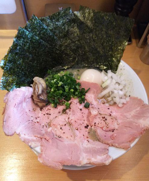 「濃厚牡蠣煮干中華そば具だくさん特製」@麺屋 まほろ芭の写真