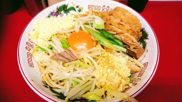 「豚入り(ヤサイ少なめ・ニンニク)+汁無し・粉チーズ」@ラーメン二郎 湘南藤沢店の写真
