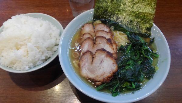 「チャーシュー麺、大盛りライス、ほうれん草増し、1130円」@金八家の写真
