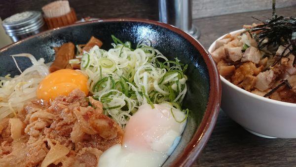 「肉玉油そば 徳島ラーメン風」@油そば専門店 ぶらぶら 伊勢佐木町店の写真