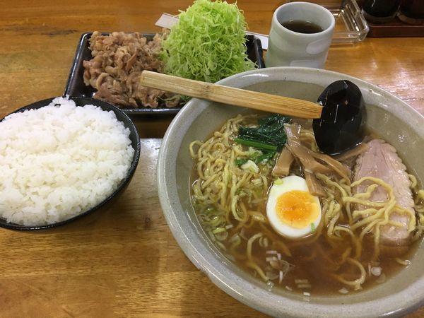 「ら〜めん+生姜焼き定食」@らーめん ぺぺの写真