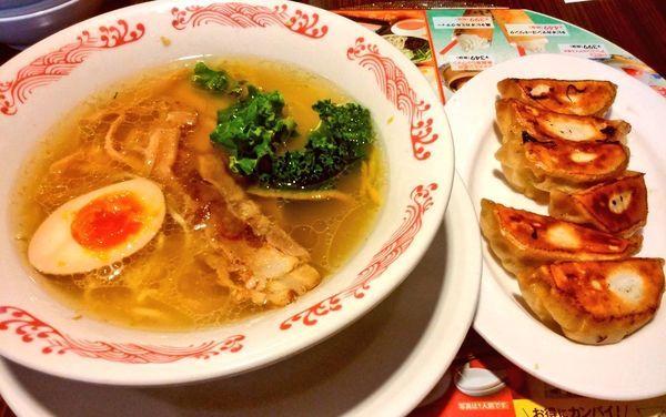 「炙り叉焼と彩り野菜の柚子塩ラーメン・本焼餃子[6個]のセット」@バーミヤン 星川駅前店の写真