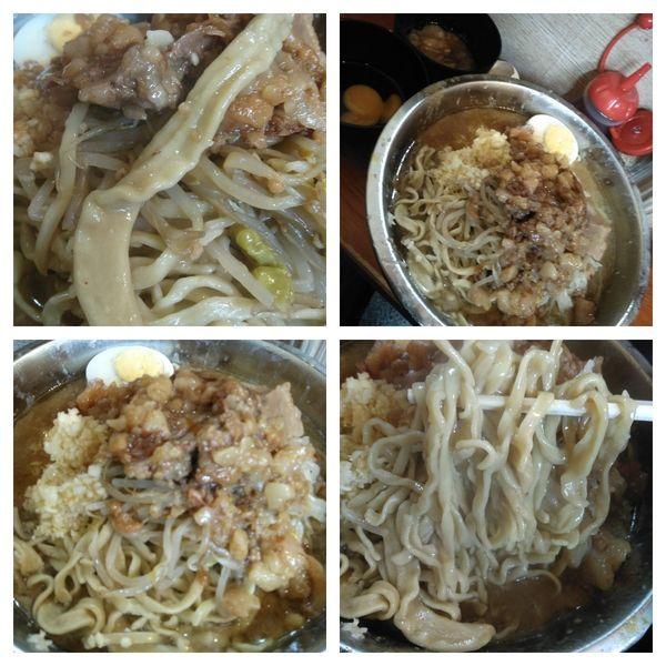 「ラーメン+大盛り+豚カス入り油+生卵」@ラーメン富士丸 西新井大師店の写真