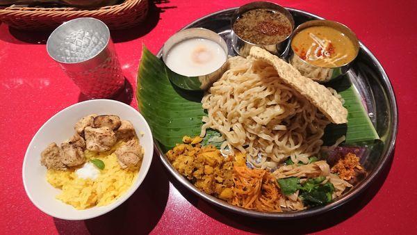 「インド式ミールスつけめん1180円+タンドリー鶏丼250円」@スパイスらぁめん釈迦 池袋店の写真