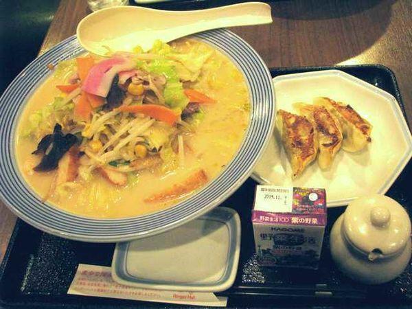 「「野菜たっぷりちゃんぽん」と「餃子3個」セット(911円)」@リンガーハット 大宮バイパス浦和店の写真