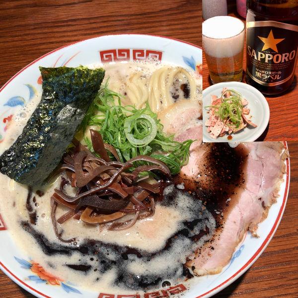 「濃厚ラーメン 黒(太麺並)+瓶ビール(サッポロ)」@ラーメンかなやの写真