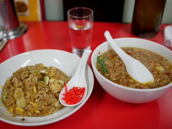 「台湾ラーメン 麺硬め+ニンニクチャーハン」@味仙 名駅店の写真