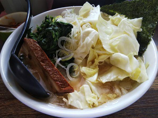 「塩 ※中麺 +キャベツ、ほうれん草:㋚P +みぞれ:無料」@信州麺屋 とんずらの写真