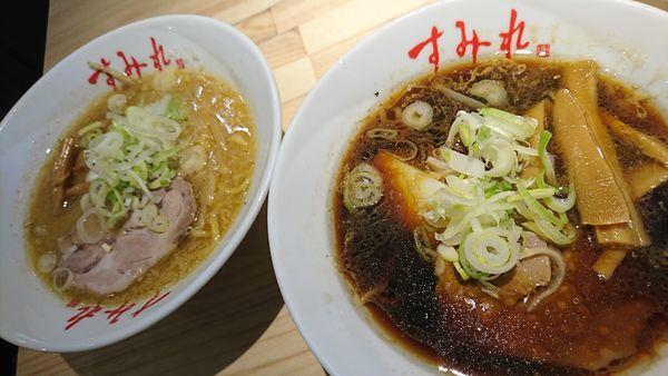 「味噌半ラーメン+正油半ラーメン(1200円)」@すみれ 横浜店の写真