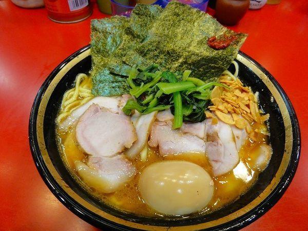 「大盛チャーシュー麺1030円 硬め 煮卵40円」@家系総本山 吉村家の写真