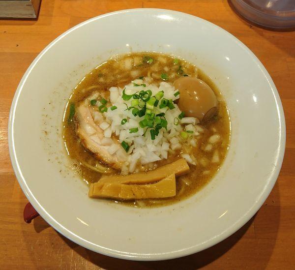 「煮干しそば+玉ねぎ+味玉」@らーめんキッチン いいづかの写真