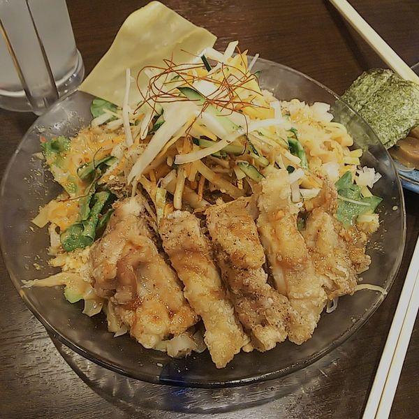 「【夏季限定】冷やし担々麺~油淋鶏添え~」@背脂煮干 丸め 新所沢店の写真