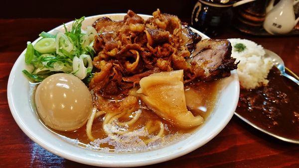 「肉の日限定/どっかん牛骨らーめん+黒ビーフカレー+他」@五ノ神精肉店の写真