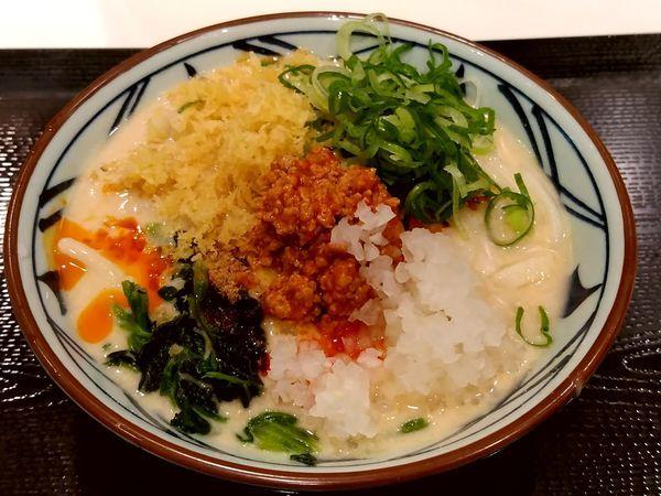「うま辛冷やし担々うどん(並盛)650円」@丸亀製麺 イーサイト高崎店の写真