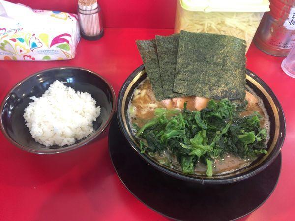 「チャーシュー麺+ホウレンソウ+半ライス(950円)」@家系ラーメン 熊田家の写真