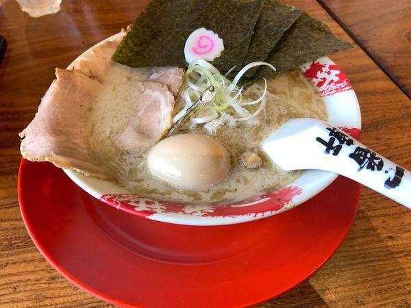 「煮干しトンDX880」@熟成豚骨ラーメン専門 一番軒 三田店の写真