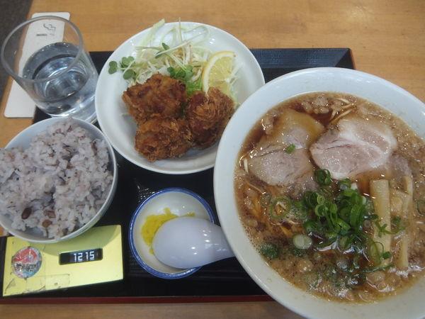 「ラーメン唐揚げセット800円」@ゆらら食堂の写真