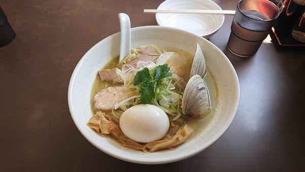 「貝塩ラーメン大盛 味卵」@麺屋 心羽の写真