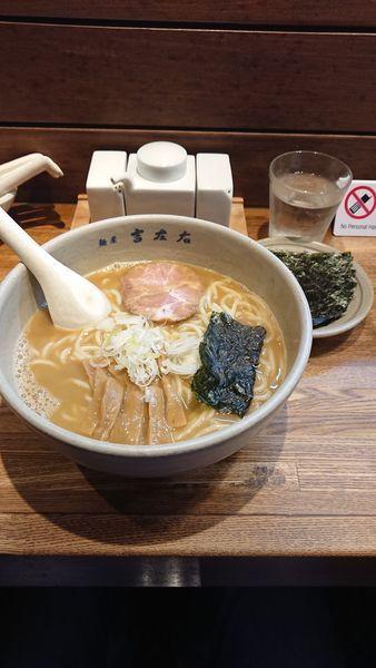 「らーめん(大盛り)」@麺屋吉左右の写真