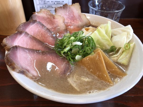 「肉入り豚骨ラーメン+替え玉」@五ノ神精肉店の写真