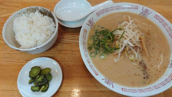 「中華そば 600円 + めし(小) 100円」@西食の写真