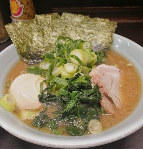 「ラーメン、味玉、九条ねぎ」@横浜家系らーめん 五十三家の写真