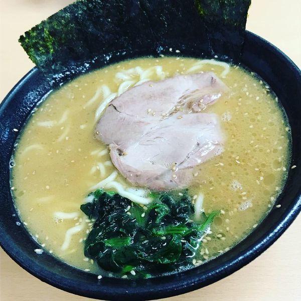 「ラーメン、中盛、麺硬め」@横浜家系  一二三家の写真