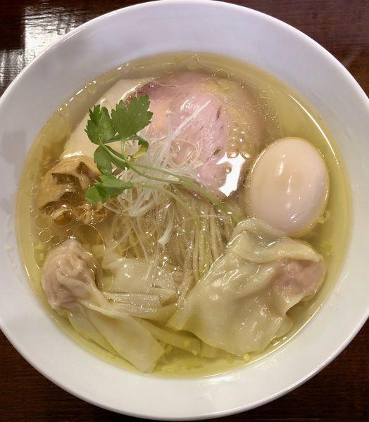 「比内地鶏とシャモロックの塩ラーメン750円+ワンタン」@らぁめん サンドの写真