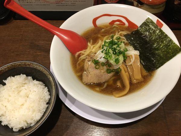 「醤油ラーメン+唐揚げセット」@拉麺居酒屋 渦巻き鳥の写真