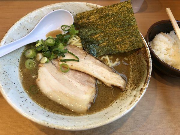 「魚介とんこつ(固め)」@ラーメン栄楽の写真