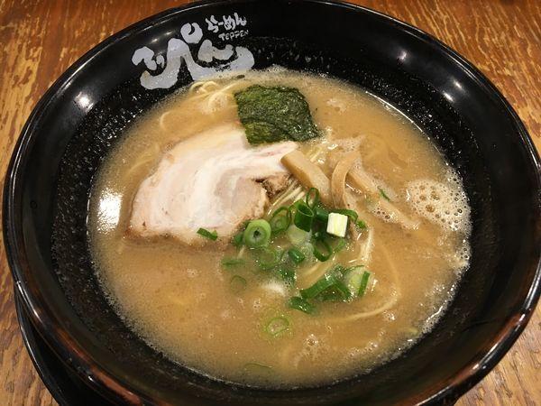 「らーめん(豚骨・細麺)」@とんこつらーめんてっぺんの写真