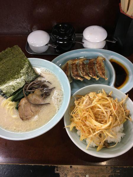 「ラーメン(塩)+餃子+ネギチャーシュー丼」@横浜ラーメン 壱鉄家の写真