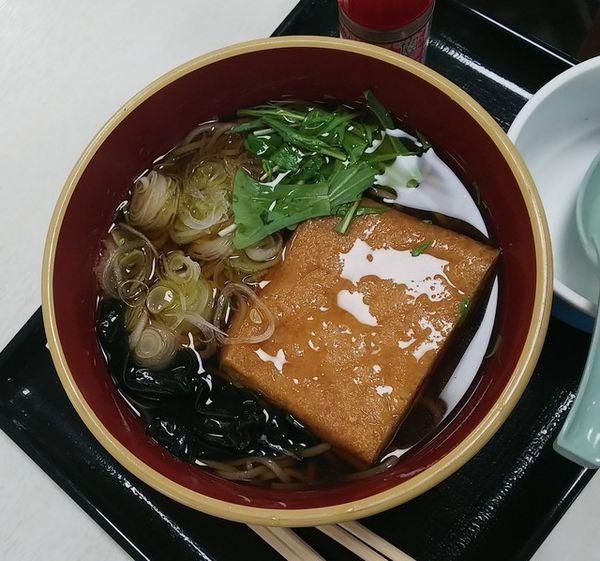 「栃尾油揚げ蕎麦630円」@レストラン 米山の写真
