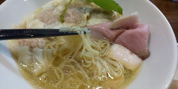 「鶏と水(塩)¥850+ワンタン¥200×2」@麺.SUZUKiの写真