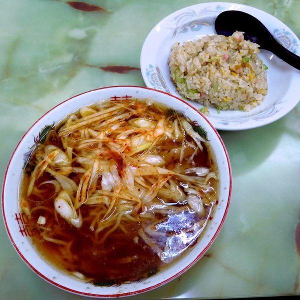 「ネギラーメンと半チャーハン(税別 900円)」@よしの食堂の写真