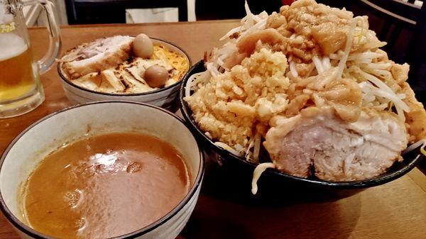 「つけ麺+大盛り+豚豚+炙りチーズ麻婆丼+生ビール」@火の豚 立川ラーメンスクエア店の写真
