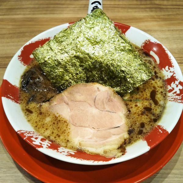 「黒豚骨ラーメン」@熟成豚骨ラーメン専門 一番軒 東京歌舞伎町本店の写真
