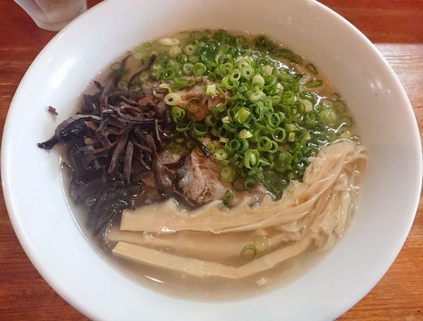 「【数量限定】トロトロ豚バラ軟骨の塩ラーメン」@麺屋 菜々兵衛の写真