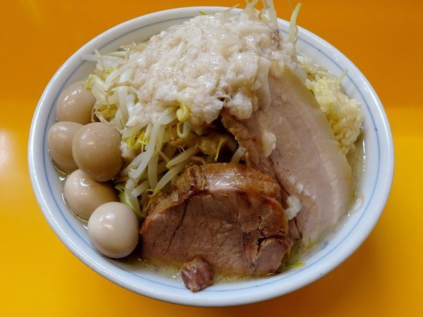 「ラーメン:塩(650円)+うずら味たま ニンニクヤサイアブラ」@ラーメンエースの写真
