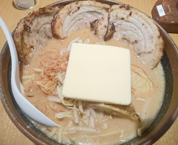 「北海道味噌らーめん +チャーシュー +バター」@みそ屋 田所商店 WBG店の写真