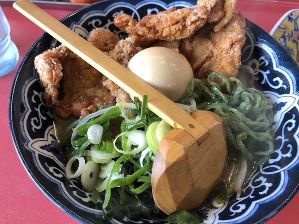 「カレー風味唐揚げらーめん」@宝島の写真