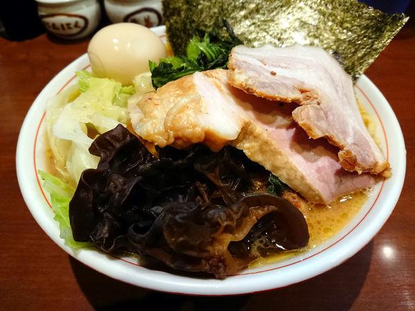「らーめん(もも肉)+キャベツ+キクラゲ」@らーめん飛粋の写真