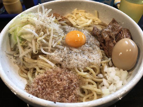 「まぜ豚そば(中盛)+味玉+追い飯¥1,100」@まるぶし とんやの写真