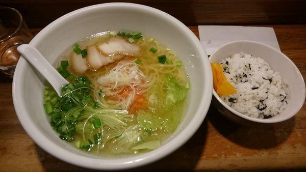 「塩ラーメン+ワカメご飯750円」@らーめん おが多 キスケBOX店の写真