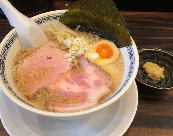 「背脂醤油(固め・濃いめ¥750)」@稲荷屋の写真
