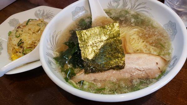 「関関ラーメン醤油+半チャーハン」@関関の写真
