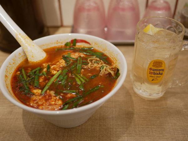 「辛麺 辛さ5倍 中華麺+ハイボール=ハイカラ」@辛麺屋 一輪の写真