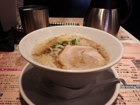 「87(ハチナナ)ラーメン(淡麗系背脂塩ラーメン)」@麺場80'sの写真